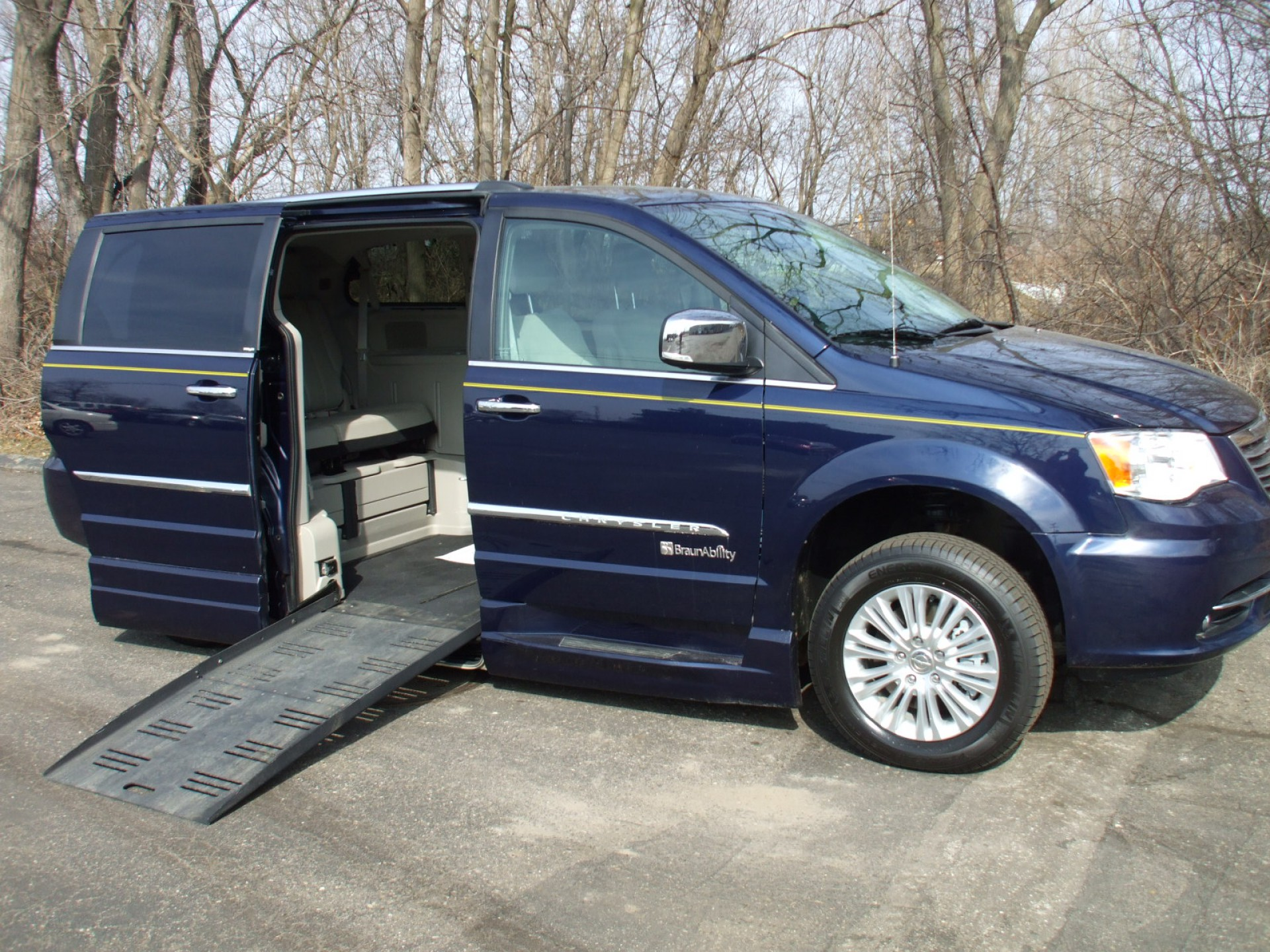 2013 chrysler town and country stock 732241 wheelchair van for sale gresham driving aids. Black Bedroom Furniture Sets. Home Design Ideas