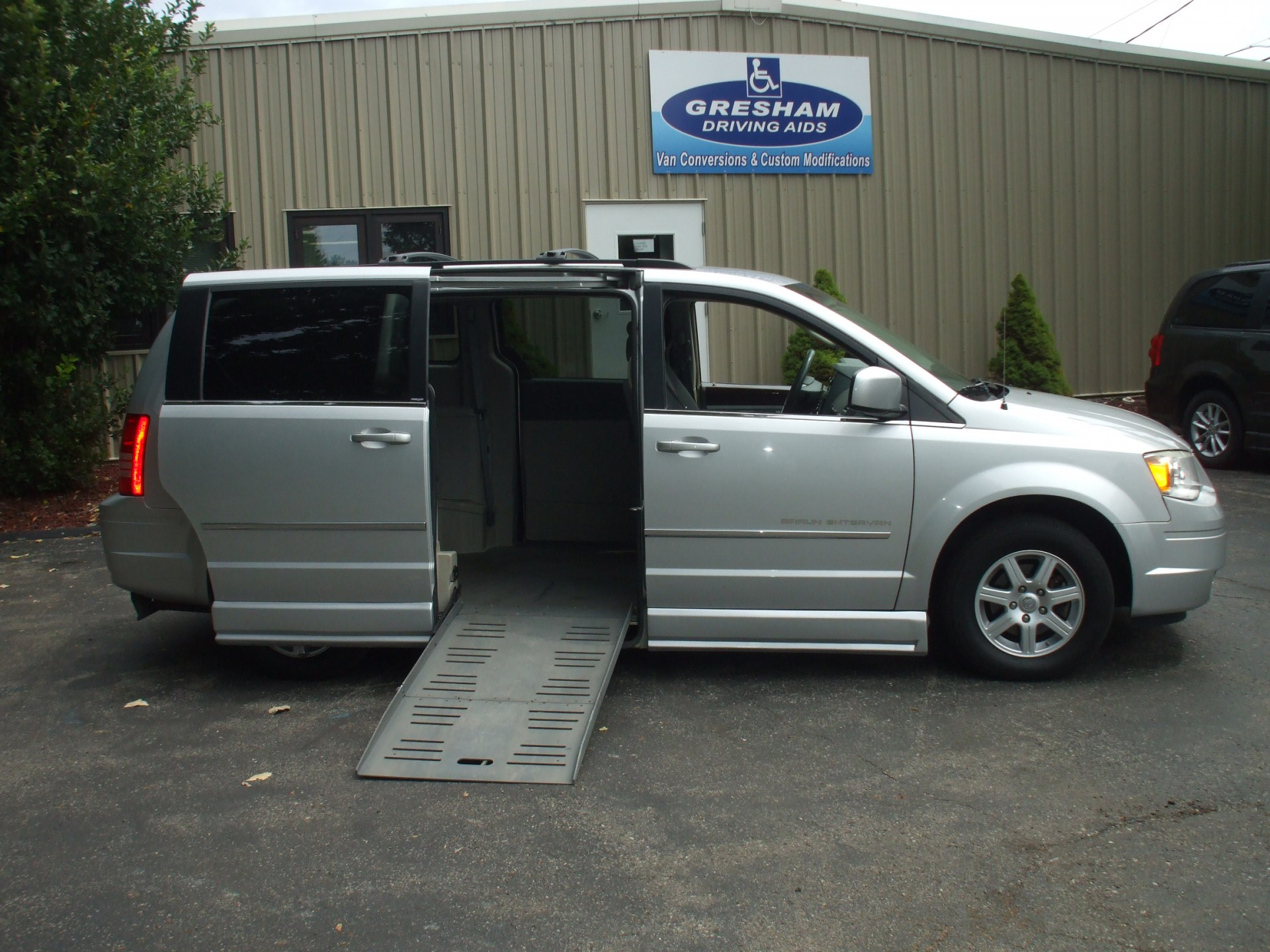 2010 chrysler town and country stock 16062 wheelchair van for sale gresham driving aids. Black Bedroom Furniture Sets. Home Design Ideas