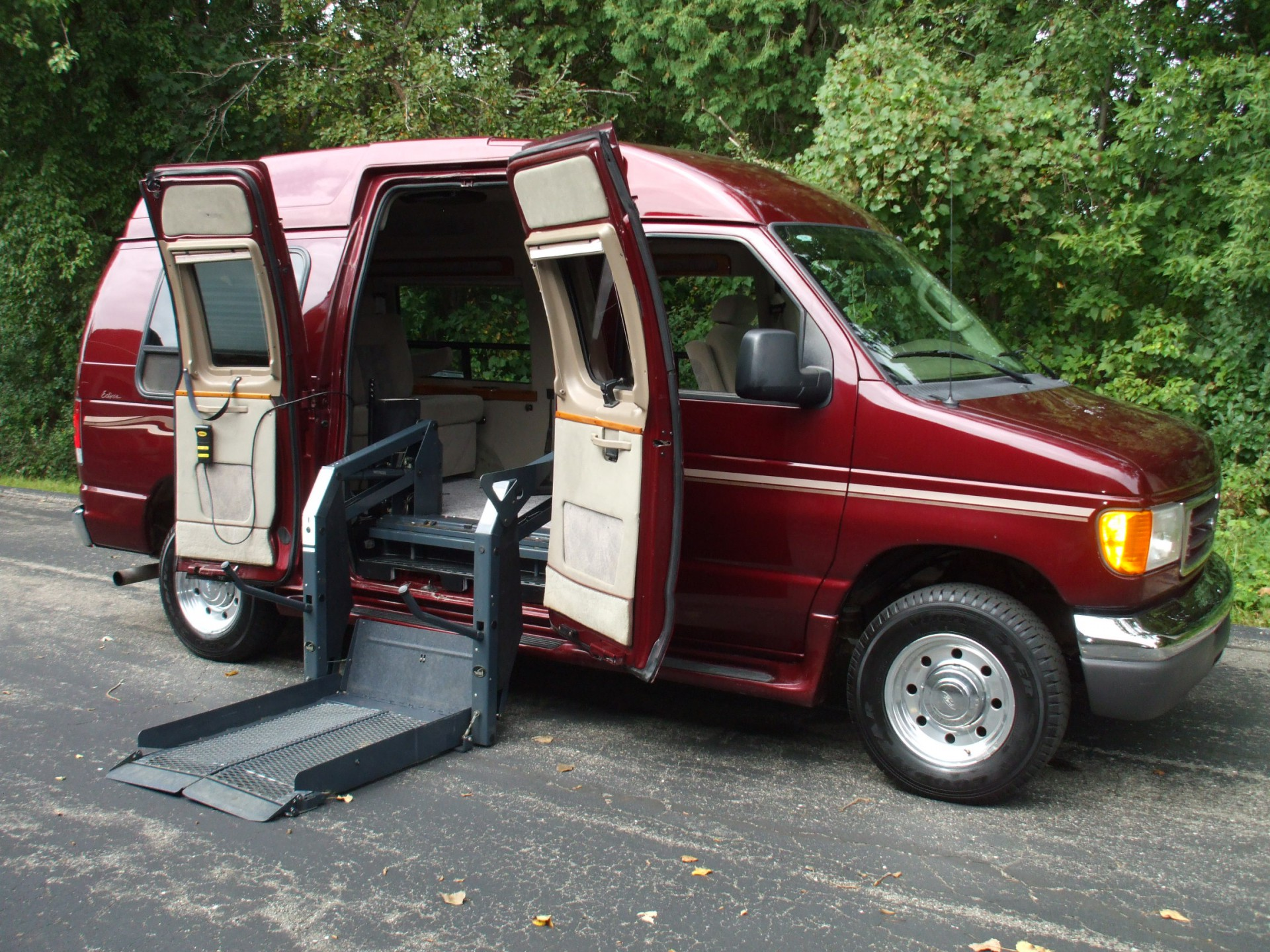 2006 ford econoline cargo stock 88676 wheelchair van. Black Bedroom Furniture Sets. Home Design Ideas