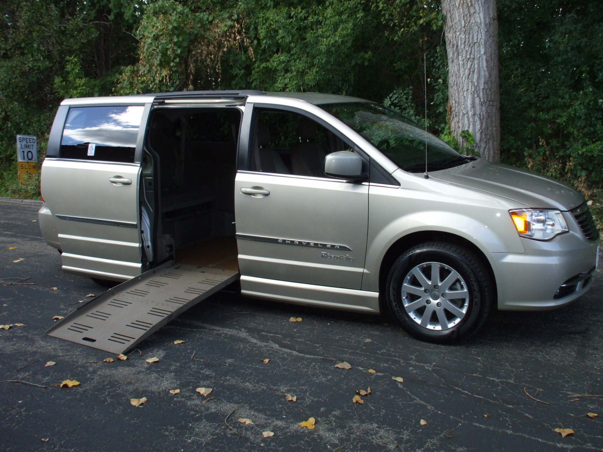 2013 chrysler town and country stock on hold for cw wheelchair van for sale gresham. Black Bedroom Furniture Sets. Home Design Ideas
