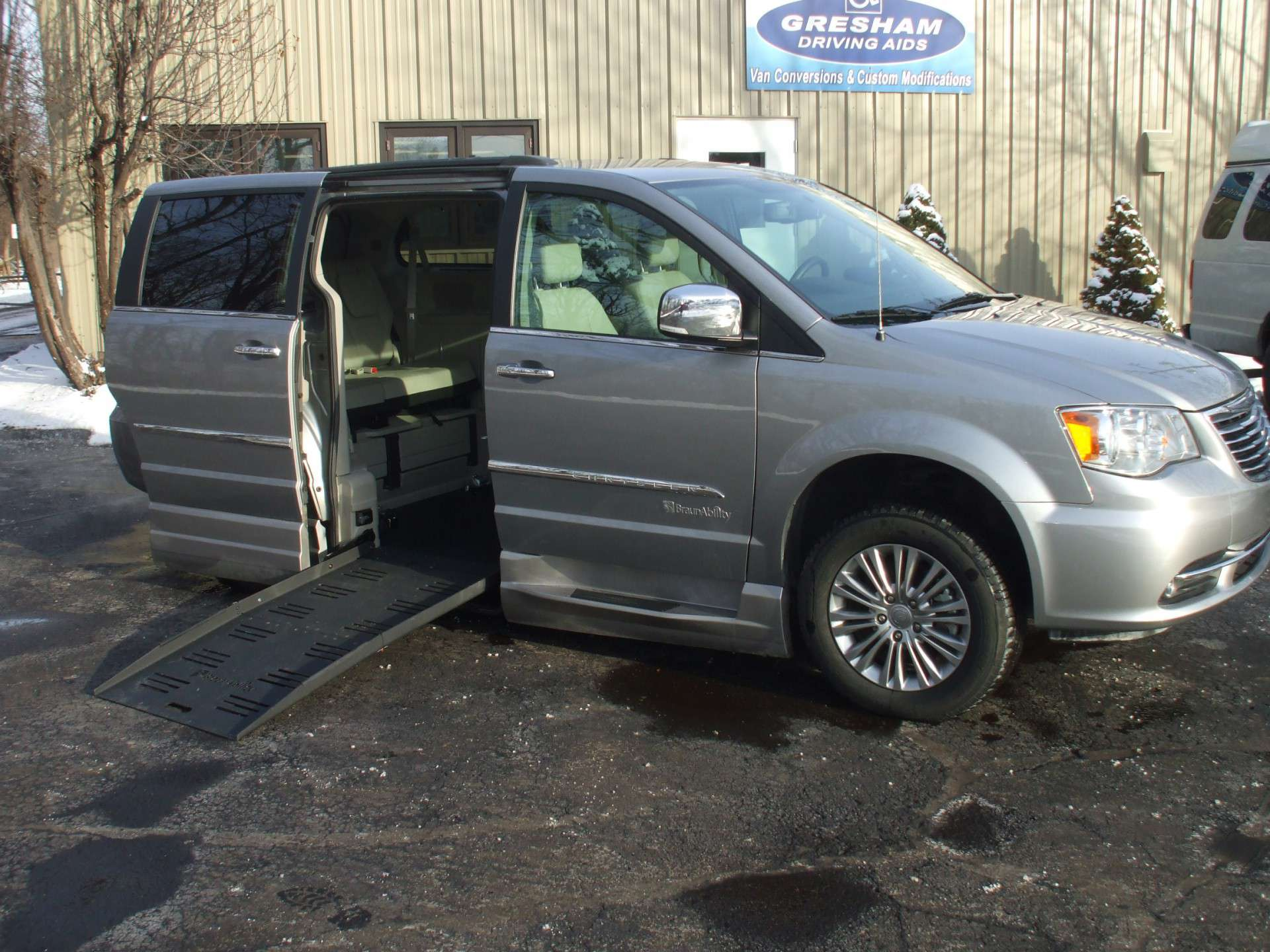 2016 chrysler town and country stock wheelchair van. Black Bedroom Furniture Sets. Home Design Ideas