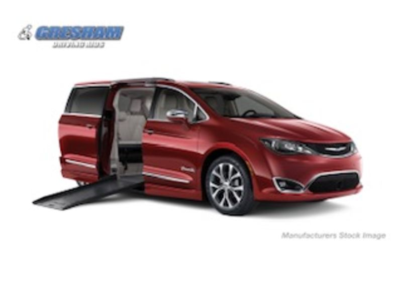 Chrysler Pacifica Vehicle Image