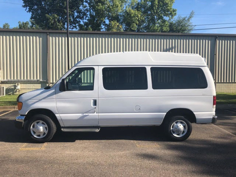 Ford Econoline Wagon Vehicle Image